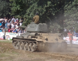 14. tankový den v Lešanech 2016 - tank T-34