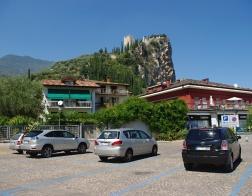 Arco - pohled na hrad z parkoviště