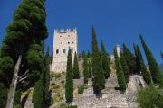 Arco - pohled na dominantní věž z nádvoří