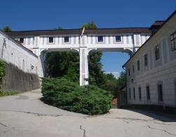 Český Krumlov - zámecké barokní divadlo - průchod do zámeckého parku