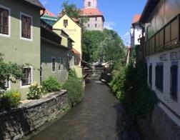 Český Krumlov - Vltava a v pozadí zámecká věž