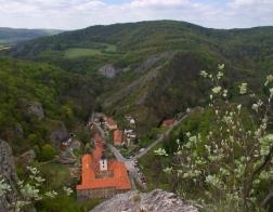CHKO Český kras - výhled na vesnici Svatý Jan pod Skalou