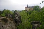 Hruboskalsko - Zámecká vyhlídka, v pozadí zámek Hrubá Skála