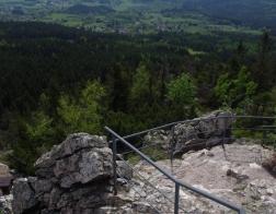 Nedaleko vysílače Ještěd - skalní útvar Červený kámen