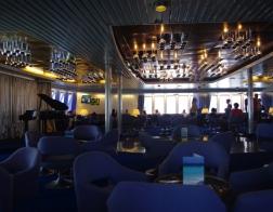 Interiér trajektu z Livorna na Korsiku