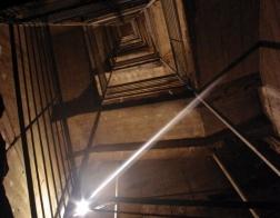 Uvnitř pevnosti Dobrošov - cesta po schodech zpět na povrch