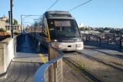 Portugalsko - Porto - metro na mostě Dom Luís I