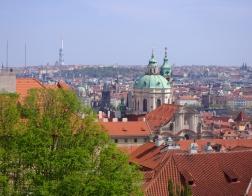 Praha - Hradčany, výhled na Prahu, v pozadí Žižkovská televizní věž