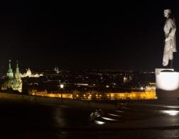 Praha v noci - Hradčanské náměstí,  pomník Tomáše Garrigue Masaryka