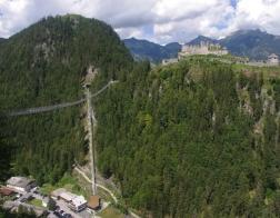 Rakousko - lanový most Highline 179 a zřícenina Ehrenberg