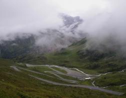 """Rakousko - údolí Kaunertal, v pozadí sněhový """"chobot"""" ledovce Gepatschferner"""