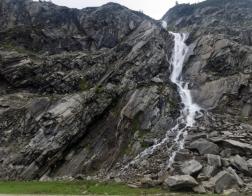 Rakousko - Udolí Maltatal, vodopád u nedalekého lomu