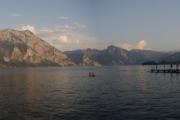 Panorama jezera Traunsee ve večerních hodinách